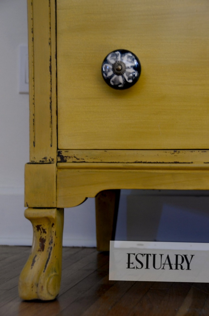 Mustard dresser leg view